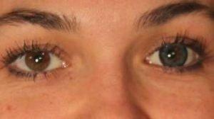 OE2GN grøn kontaktlinse i brunt øje